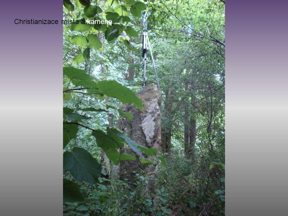 Christianizace místa a kamene.
