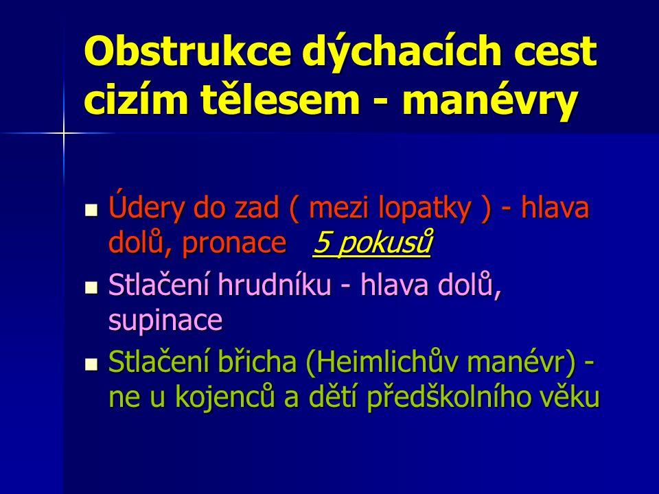 Obstrukce dýchacích cest cizím tělesem - manévry Údery do zad ( mezi lopatky ) - hlava dolů, pronace 5 pokusů Údery do zad ( mezi lopatky ) - hlava dolů, pronace 5 pokusů Stlačení hrudníku - hlava dolů, supinace Stlačení hrudníku - hlava dolů, supinace Stlačení břicha (Heimlichův manévr) - ne u kojenců a dětí předškolního věku Stlačení břicha (Heimlichův manévr) - ne u kojenců a dětí předškolního věku