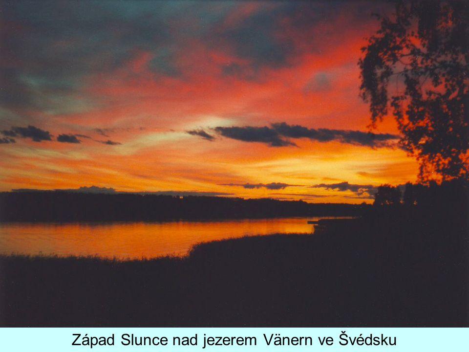 Západ Slunce nad jezerem Vänern ve Švédsku