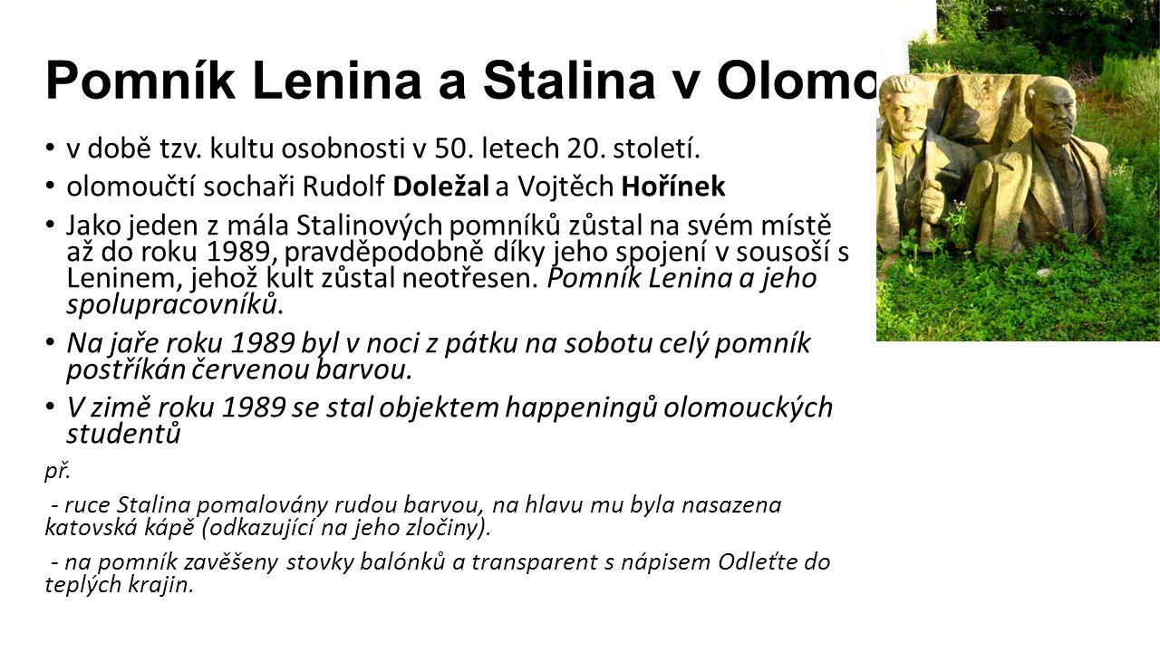 Pomník Lenina a Stalina v Olomouci v době tzv. kultu osobnosti v 50.