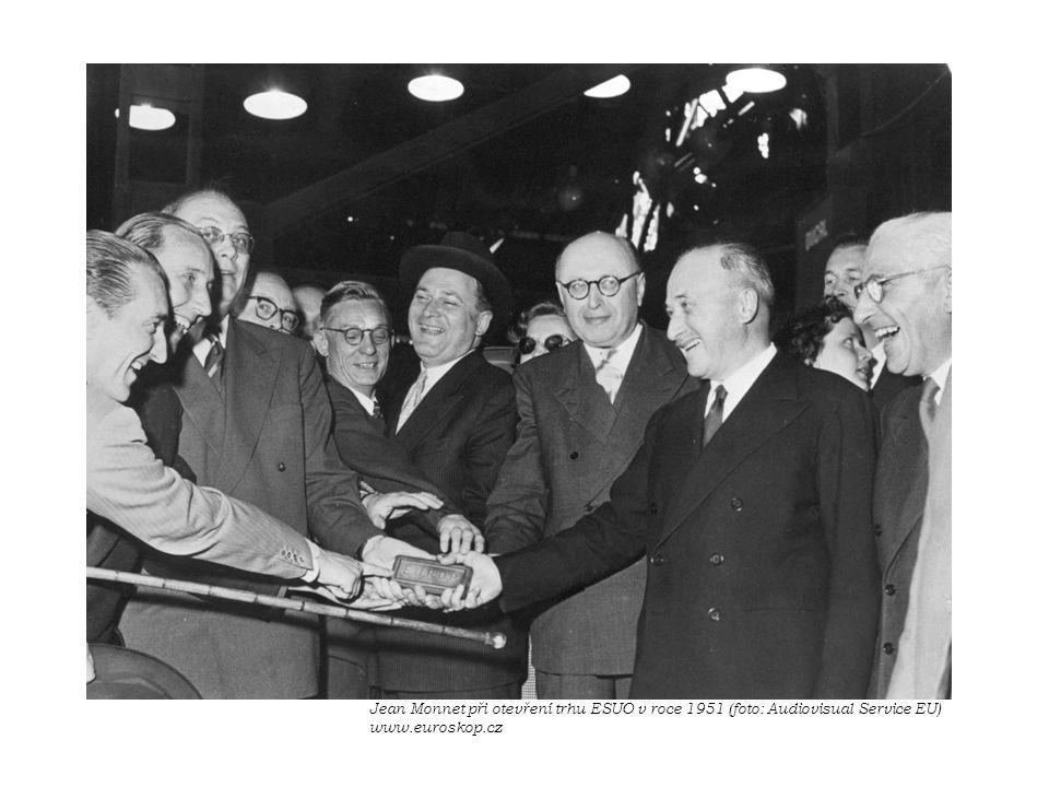 Jean Monnet při otevření trhu ESUO v roce 1951 (foto: Audiovisual Service EU) www.euroskop.cz