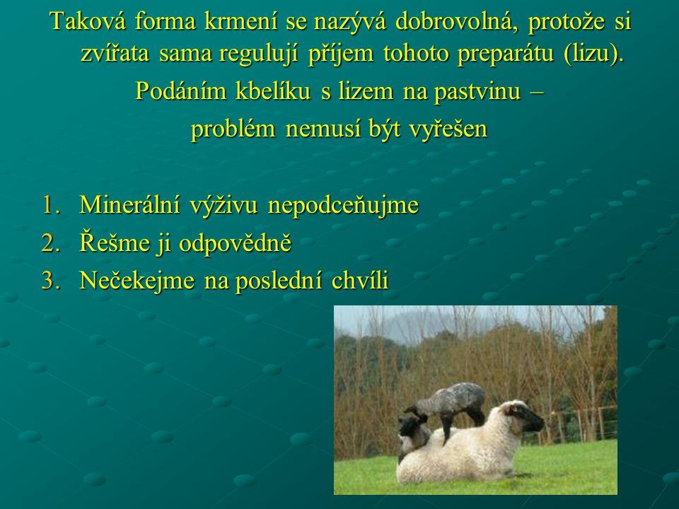 Taková forma krmení se nazývá dobrovolná, protože si zvířata sama regulují příjem tohoto preparátu (lizu).