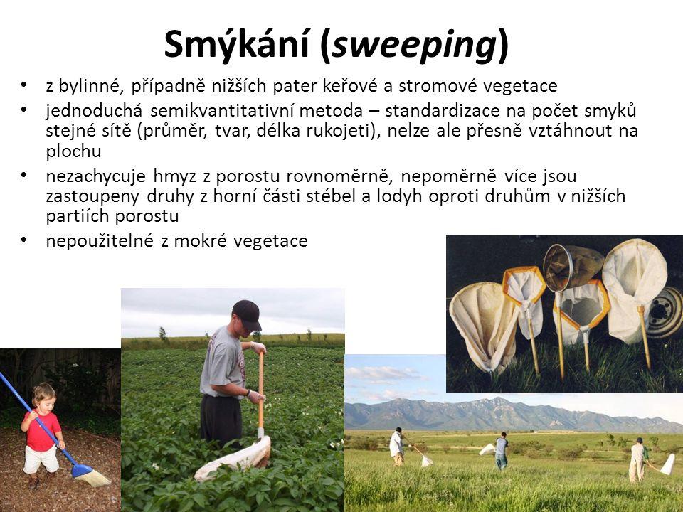 Smýkání (sweeping) z bylinné, případně nižších pater keřové a stromové vegetace jednoduchá semikvantitativní metoda – standardizace na počet smyků stejné sítě (průměr, tvar, délka rukojeti), nelze ale přesně vztáhnout na plochu nezachycuje hmyz z porostu rovnoměrně, nepoměrně více jsou zastoupeny druhy z horní části stébel a lodyh oproti druhům v nižších partiích porostu nepoužitelné z mokré vegetace