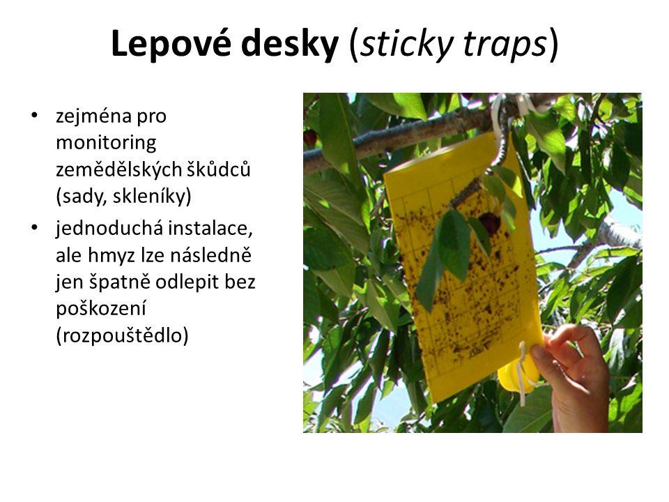 Lepové desky (sticky traps) zejména pro monitoring zemědělských škůdců (sady, skleníky) jednoduchá instalace, ale hmyz lze následně jen špatně odlepit bez poškození (rozpouštědlo)