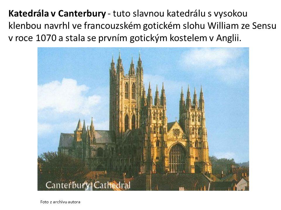 Katedrála v Canterbury - tuto slavnou katedrálu s vysokou klenbou navrhl ve francouzském gotickém slohu William ze Sensu v roce 1070 a stala se prvním gotickým kostelem v Anglii.