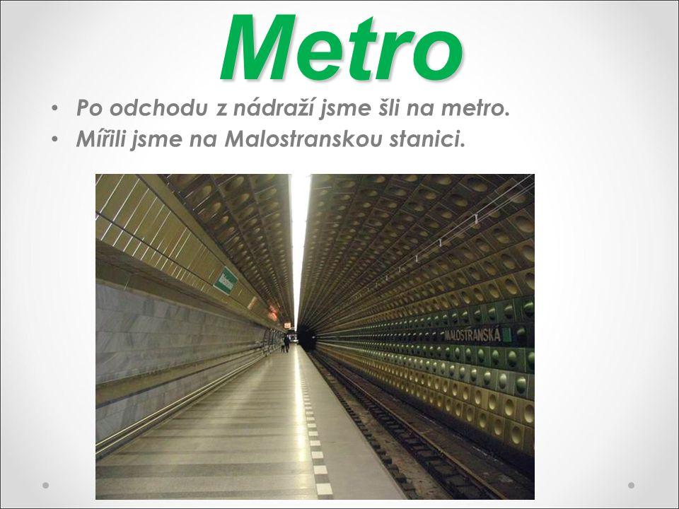 Metro Po odchodu z nádraží jsme šli na metro. Mířili jsme na Malostranskou stanici.