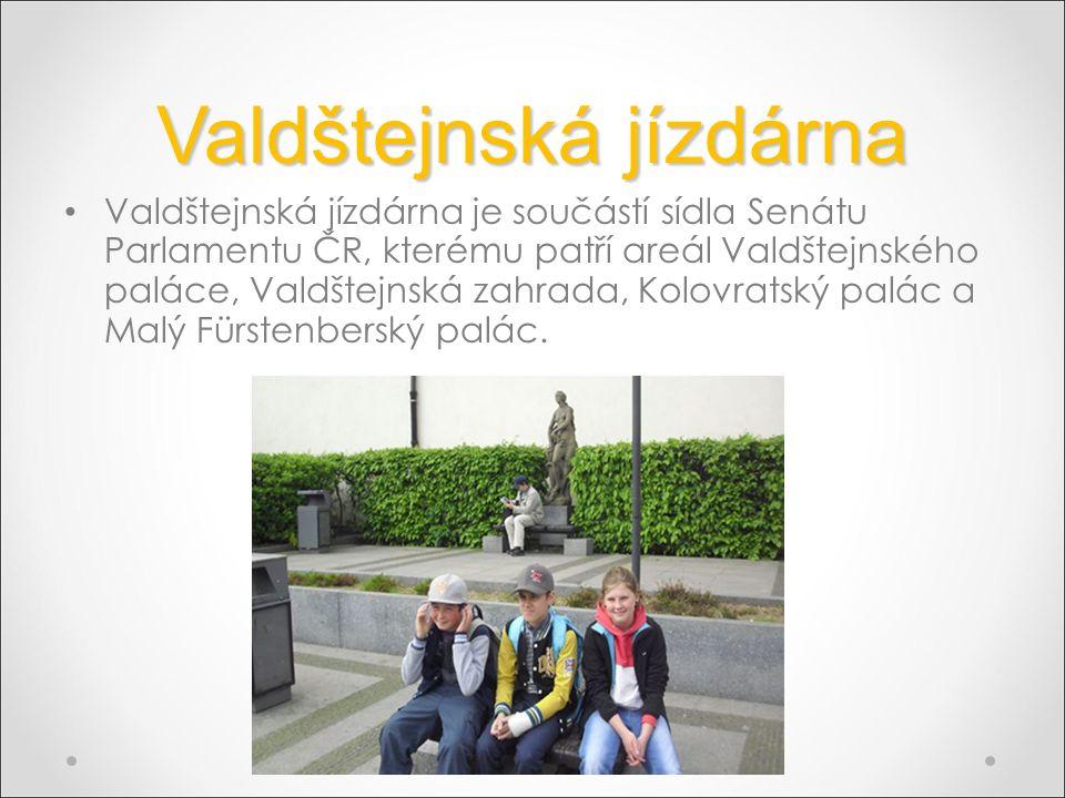 Valdštejnská jízdárna Valdštejnská jízdárna je součástí sídla Senátu Parlamentu ČR, kterému patří areál Valdštejnského paláce, Valdštejnská zahrada, Kolovratský palác a Malý Fürstenberský palác.