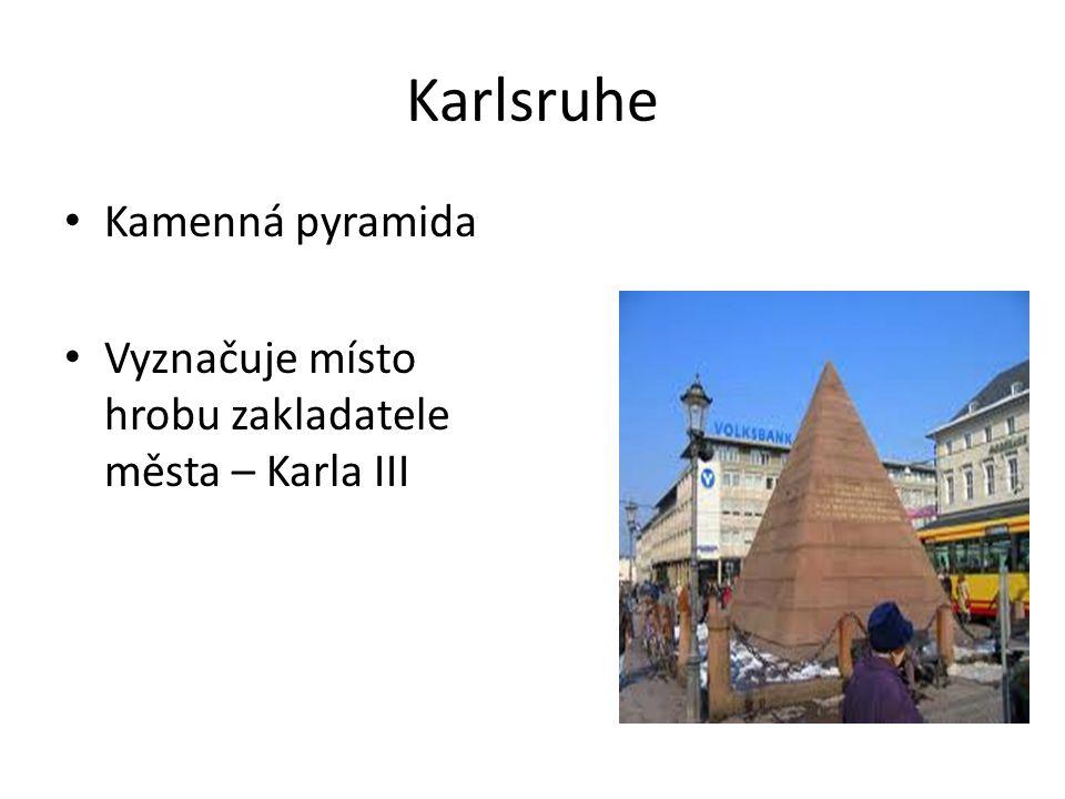 Karlsruhe Kamenná pyramida Vyznačuje místo hrobu zakladatele města – Karla III
