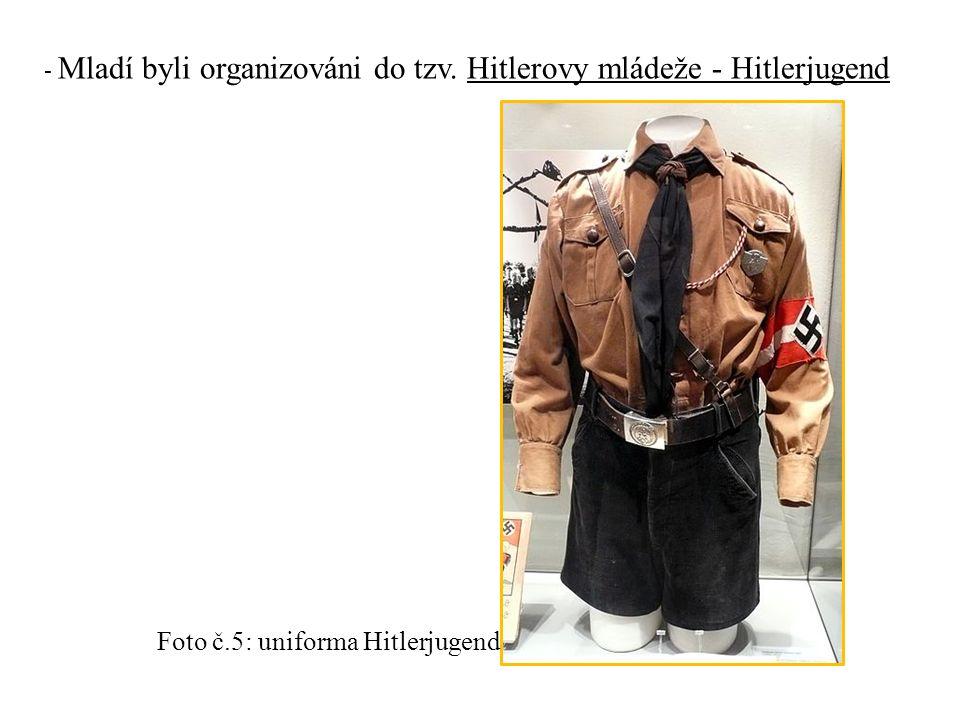 - Mladí byli organizováni do tzv. Hitlerovy mládeže - Hitlerjugend Foto č.5: uniforma Hitlerjugend