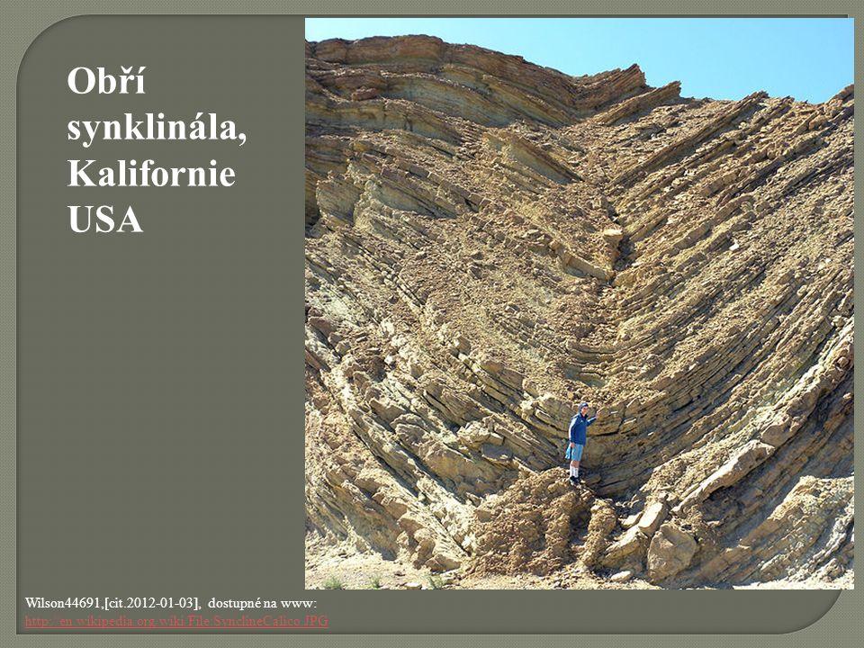 Eurico Zimbres, [cit.2011-11-21], dostupné pod licencí Creative Commons na www: http://upload.wikimedia.org/wikipedia/commons/e/e8/Continental-continental_convergence_Fig21contcont_i18.gif http://upload.wikimedia.org/wikipedia/commons/e/e8/Continental-continental_convergence_Fig21contcont_i18.gif Nejčastěji se horniny vrásní při střetu dvou litosférických desek.