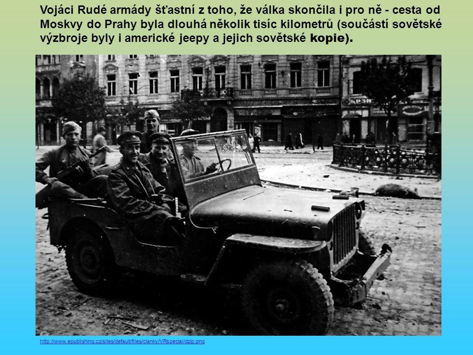 http://www.epublishing.cz/sites/default/files/clanky/VRspecial/dzip.png Vojáci Rudé armády šťastní z toho, že válka skončila i pro ně - cesta od Moskvy do Prahy byla dlouhá několik tisíc kilometrů (součástí sovětské výzbroje byly i americké jeepy a jejich sovětské kopie).