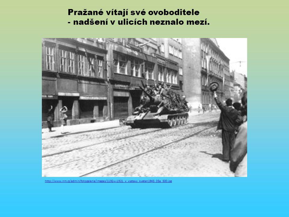 http://www.nm.cz/admin/fotogalerie/images/1192-v-1921_v_vystavy_kveten1945_05a_500.jpg Pražané vítají své ovoboditele - nadšení v ulicích neznalo mezí.