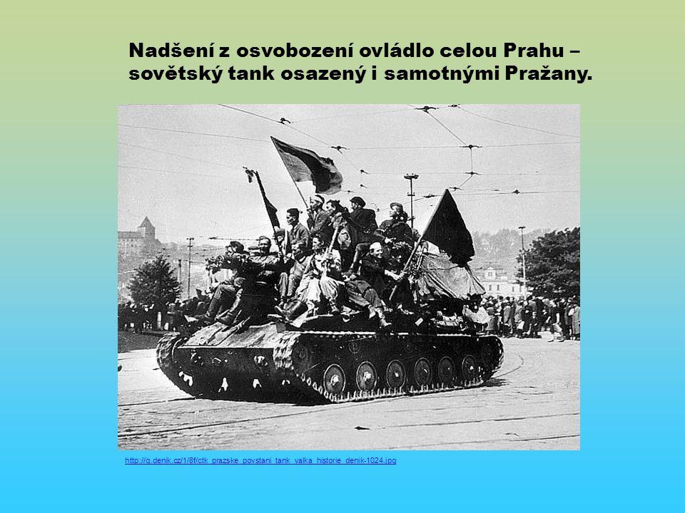 http://g.denik.cz/1/8f/ctk_prazske_povstani_tank_valka_historie_denik-1024.jpg Nadšení z osvobození ovládlo celou Prahu – sovětský tank osazený i samotnými Pražany.
