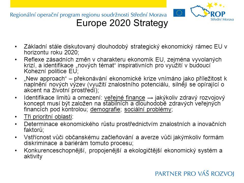 """Europe 2020 Strategy Základní stále diskutovaný dlouhodobý strategický ekonomický rámec EU v horizontu roku 2020; Reflexe zásadních změn v charakteru ekonomik EU, zejména vyvolaných krizí, a identifikace """"nových témat inspirativních pro využití v budoucí Kohezní politice EU; """"New approach – překonávání ekonomické krize vnímáno jako příležitost k naplnění nových výzev (využití znalostního potenciálu, silněji se opírající o akcent na životní prostředí); Identifikace limitů a omezení: veřejné finance → jakýkoliv zdravý rozvojový koncept musí být založen na stabilních a dlouhodobě zdravých veřejných financích pod kontrolou; demografie; sociální problémy; Tři prioritní oblasti: Determinace ekonomického růstu prostřednictvím znalostních a inovačních faktorů; Vstřícnost vůči občanskému začleňování a averze vůči jakýmkoliv formám diskriminace a bariérám tomuto procesu; Konkurenceschopnější, propojenější a ekologičtější ekonomický systém a aktivity"""