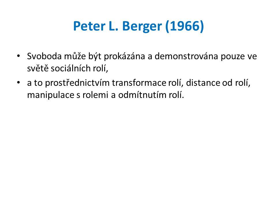 Peter L. Berger (1966) Svoboda může být prokázána a demonstrována pouze ve světě sociálních rolí, a to prostřednictvím transformace rolí, distance od