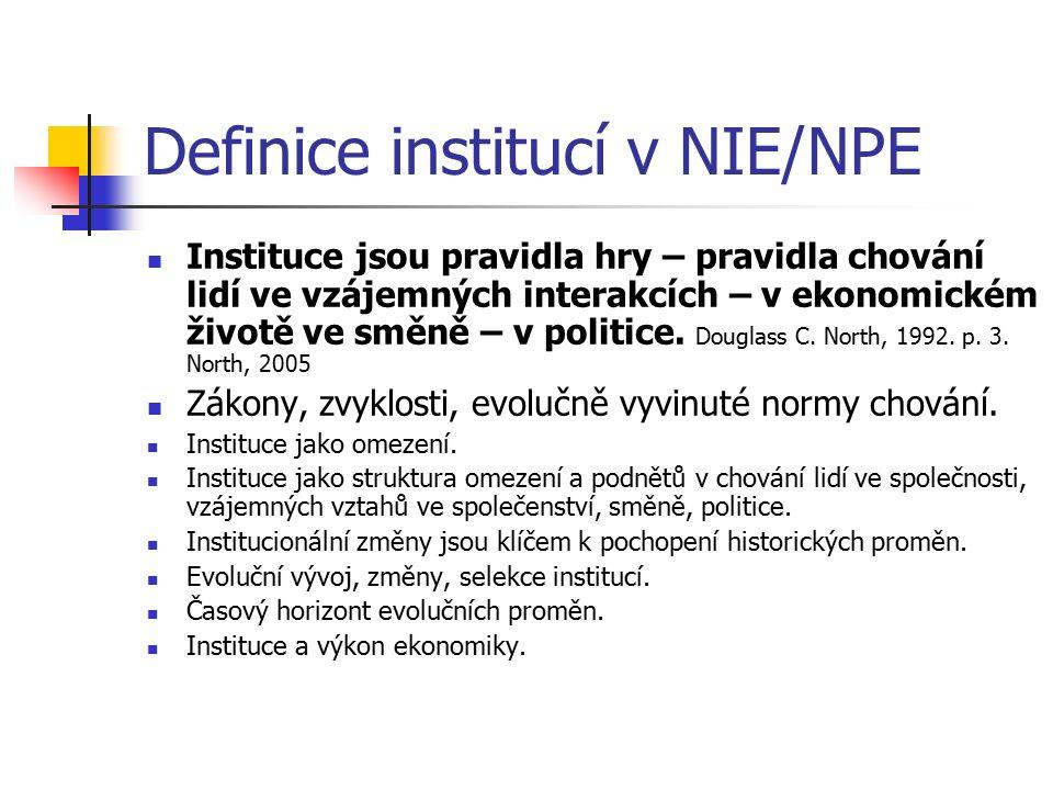 Definice institucí v NIE/NPE Instituce jsou pravidla hry – pravidla chování lidí ve vzájemných interakcích – v ekonomickém životě ve směně – v politice.