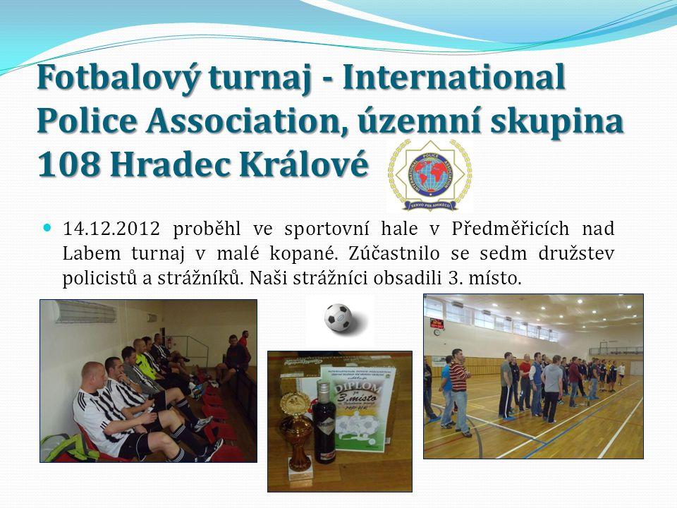 Fotbalový turnaj - International Police Association, územní skupina 108 Hradec Králové 14.12.2012 proběhl ve sportovní hale v Předměřicích nad Labem turnaj v malé kopané.