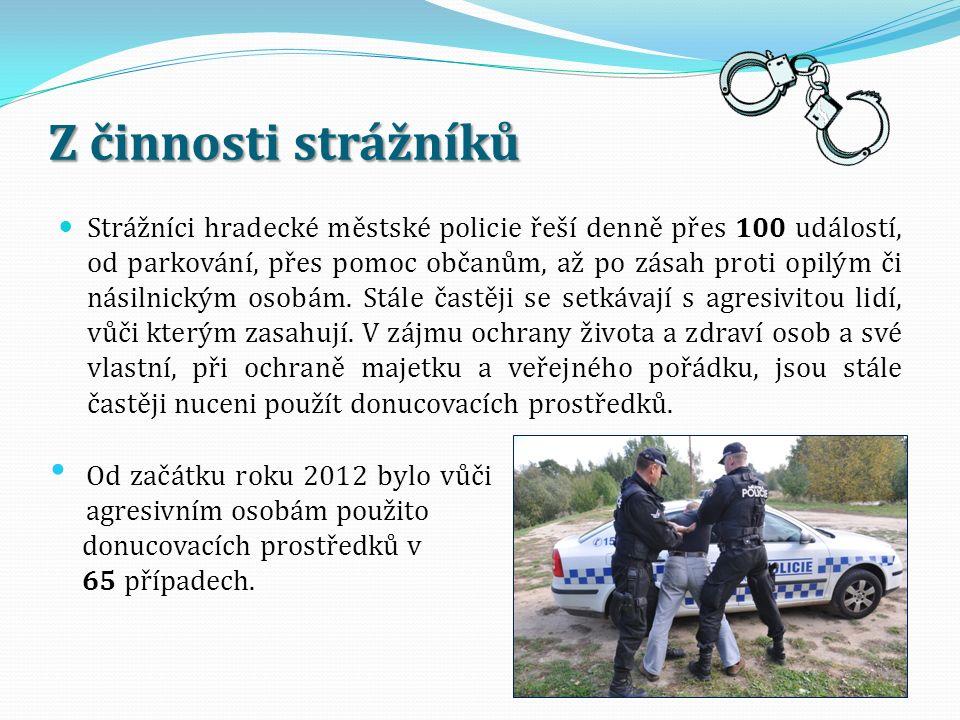 Z činnosti strážníků Strážníci hradecké městské policie řeší denně přes 100 událostí, od parkování, přes pomoc občanům, až po zásah proti opilým či násilnickým osobám.