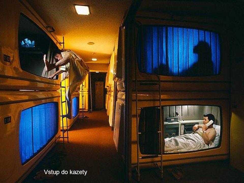 Služba v hotelu zahrnuje: uložení zavazadla, kazetu na spaní, použití sprchy a toalety, rádia a TV.
