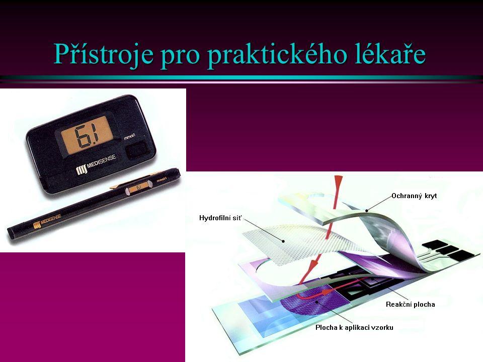 9 Přístroje pro praktického lékaře l Glukometry na baterie n Rozsah do 30 mmol/l n Objem krve 2 – 25 µl n Výsledek za 15 – 30 s n Obrovský výběr n Ampérometrickou detekci rozhodně preferovat před reflexní fotometrií –Výsledek nezávisí na tloušťce kapky krve a tedy na zručnosti n Z praktického hlediska lepší karta než pero n Možnost připojení glukometru k počítači l Reflexní stanovení cholesterolu