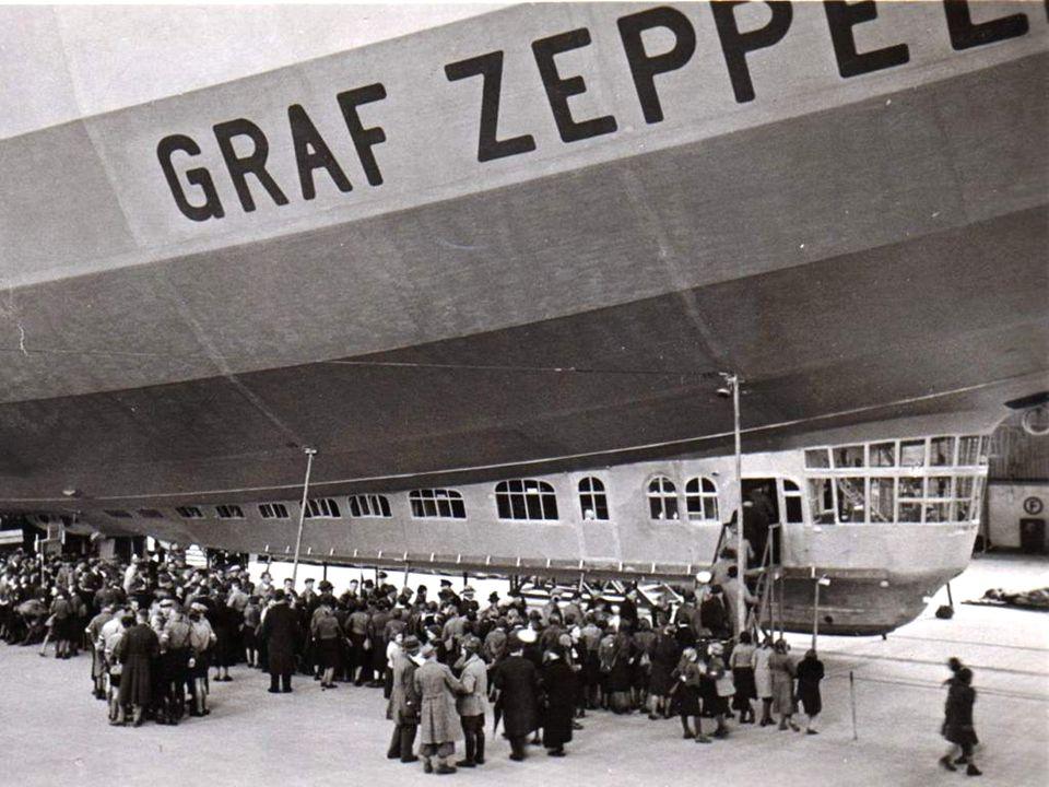 Slečna Adams, jako první žena na transatlantickém letu vzducholodi Graf Zeppelin ze Severní Ameriky do Evropy v říjnu 1928.