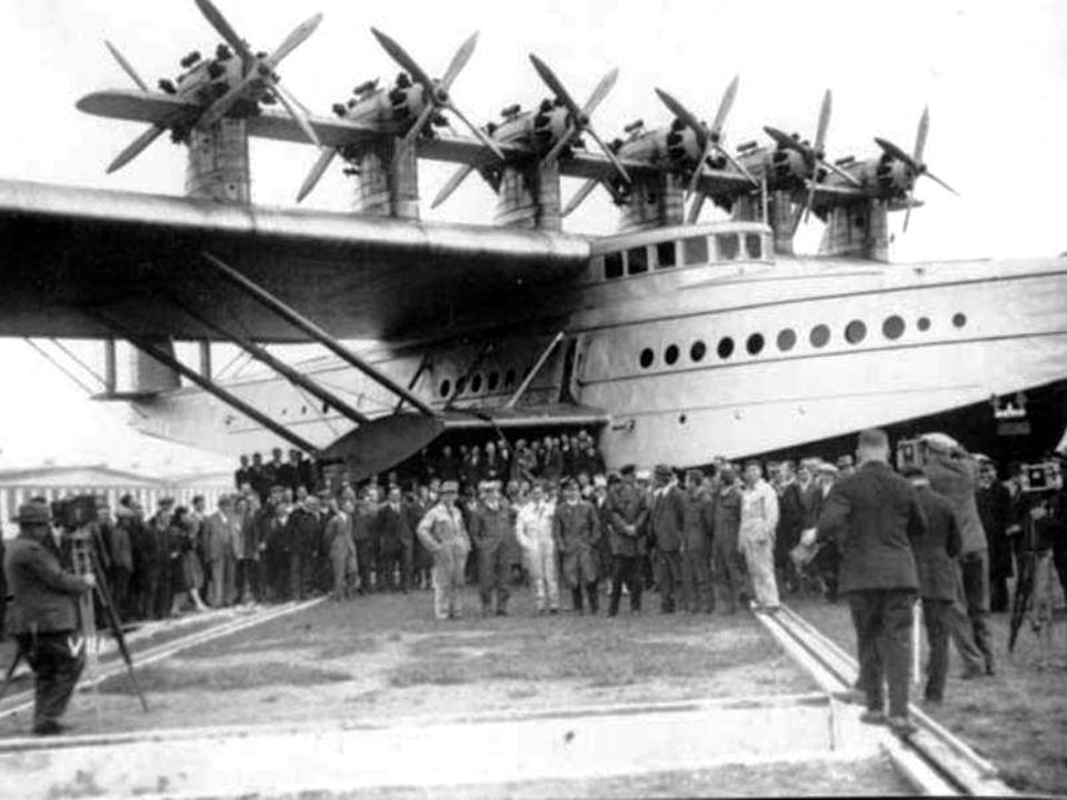 Bývala jako první na palubách vzducholodí, hydroplánů i dopravních letadel.
