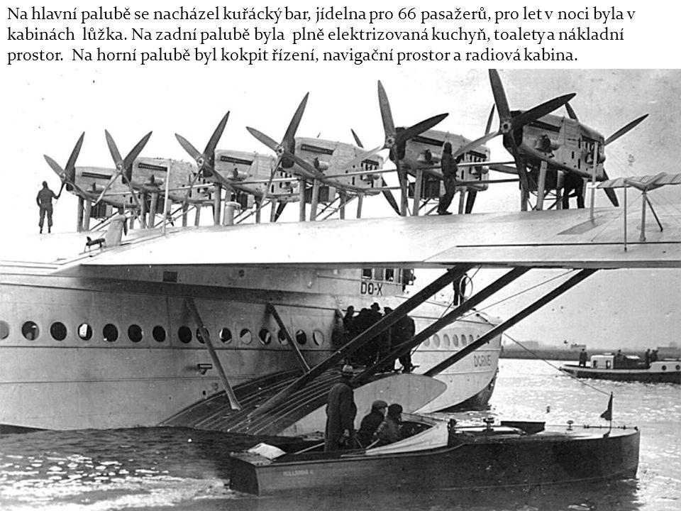 Na hlavní palubě se nacházel kuřácký bar, jídelna pro 66 pasažerů, pro let v noci byla v kabinách lůžka.