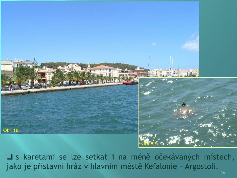 16  s karetami se lze setkat i na méně očekávaných místech, jako je přístavní hráz v hlavním městě Kefalonie – Argostoli.