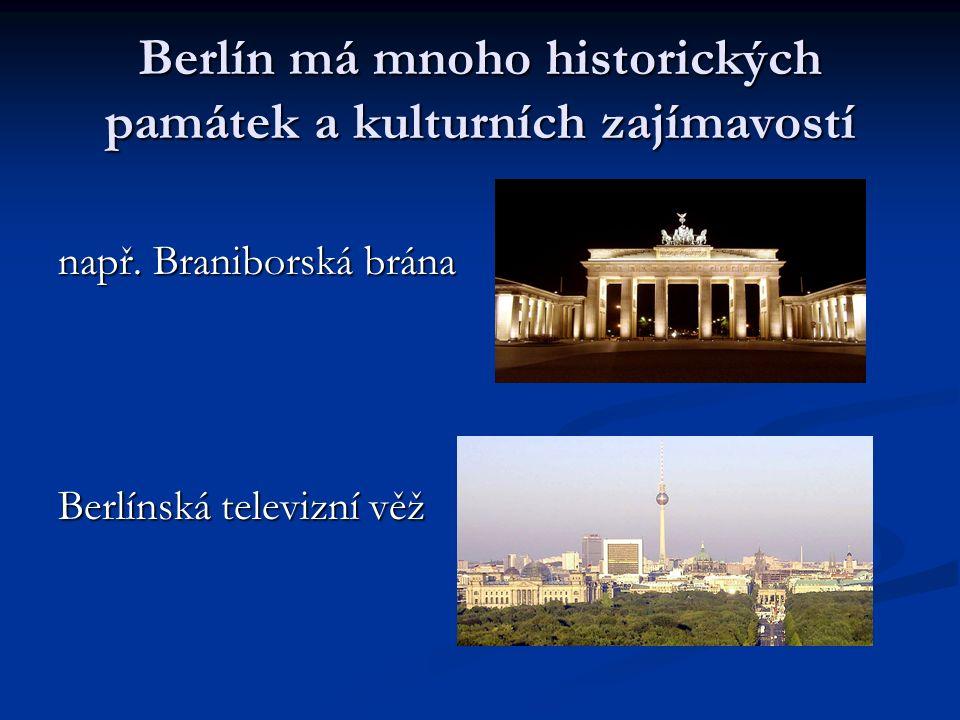 Berlín má mnoho historických památek a kulturních zajímavostí např. Braniborská brána Berlínská televizní věž