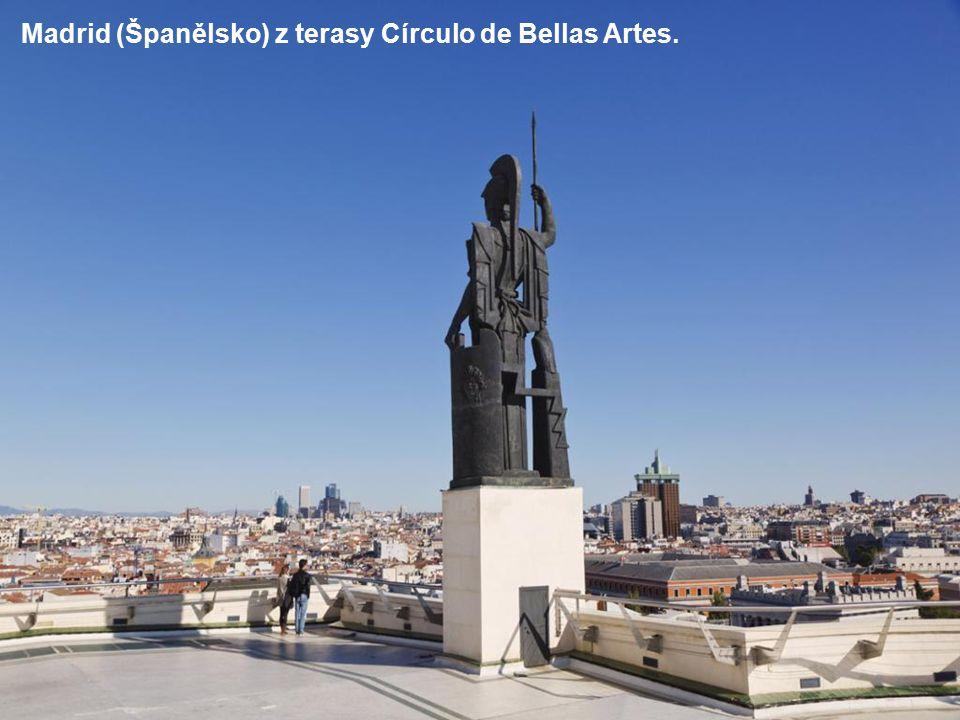 Vyhlídka na Barcelonu (Španělsko) z parku Güell
