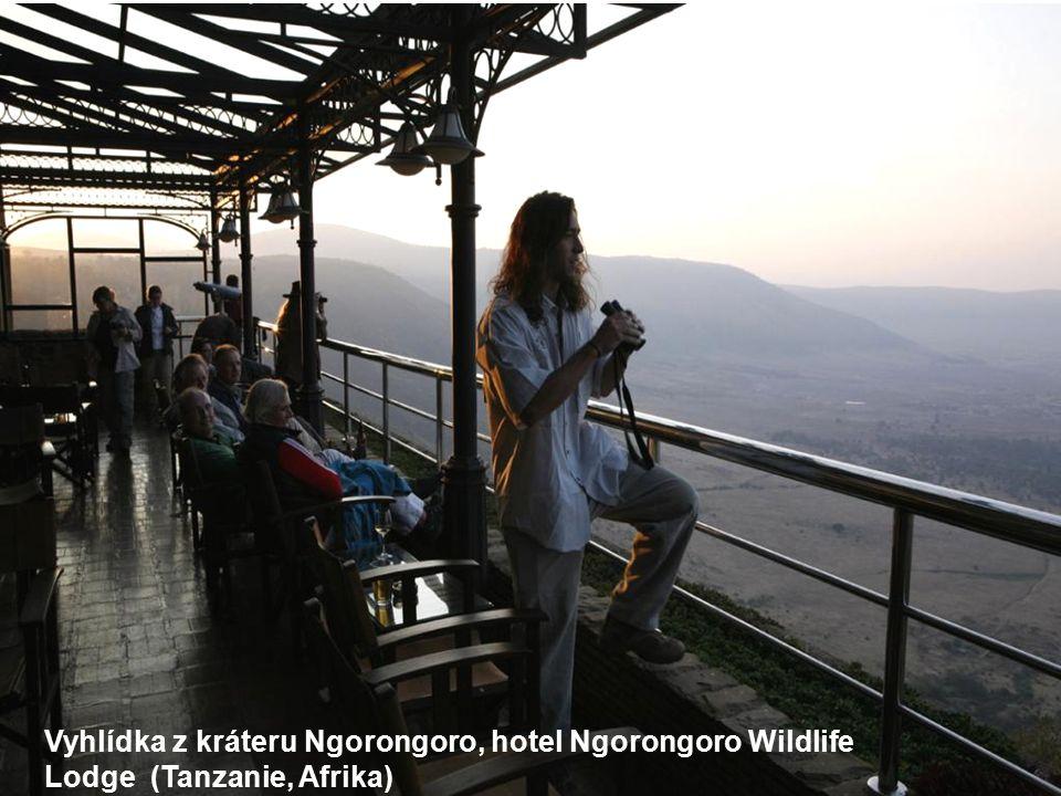 Vyhlídka z kráteru Ngorongoro, hotel Ngorongoro Wildlife Lodge (Tanzanie, Afrika)
