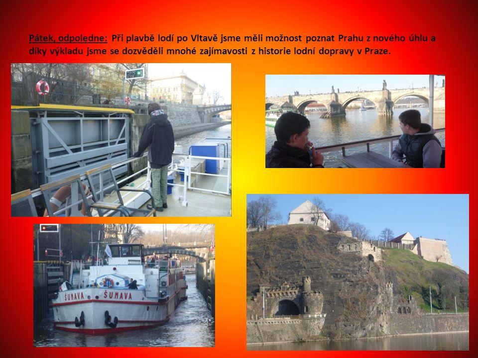 Pátek, odpoledne: Při plavbě lodí po Vltavě jsme měli možnost poznat Prahu z nového úhlu a díky výkladu jsme se dozvěděli mnohé zajímavosti z historie lodní dopravy v Praze.
