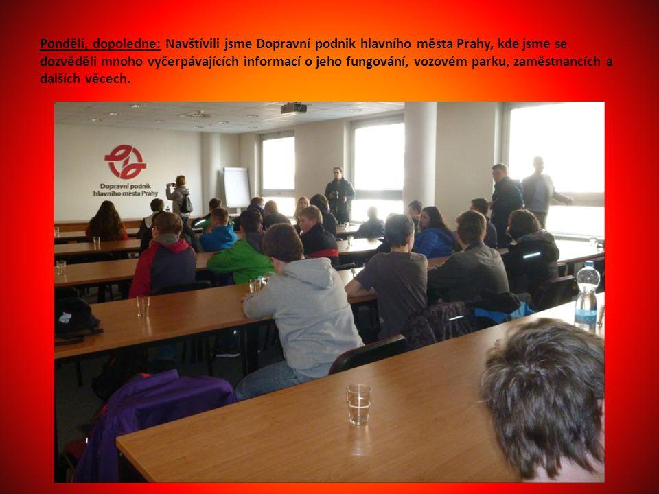 Pondělí, dopoledne: Navštívili jsme Dopravní podnik hlavního města Prahy, kde jsme se dozvěděli mnoho vyčerpávajících informací o jeho fungování, vozovém parku, zaměstnancích a dalších věcech.