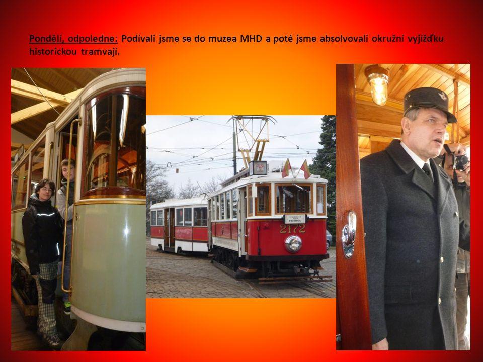 Pondělí, odpoledne: Podívali jsme se do muzea MHD a poté jsme absolvovali okružní vyjížďku historickou tramvají.
