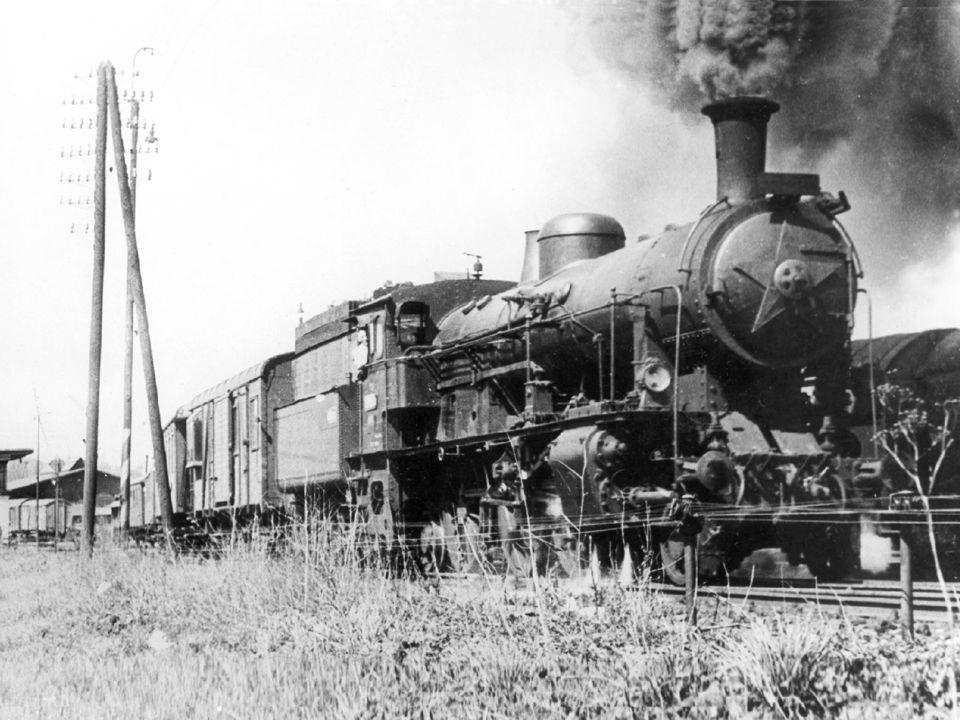 354 615 BíléOFD 354 615 s vlakem do Bílé, v pozadí nádraží OFD