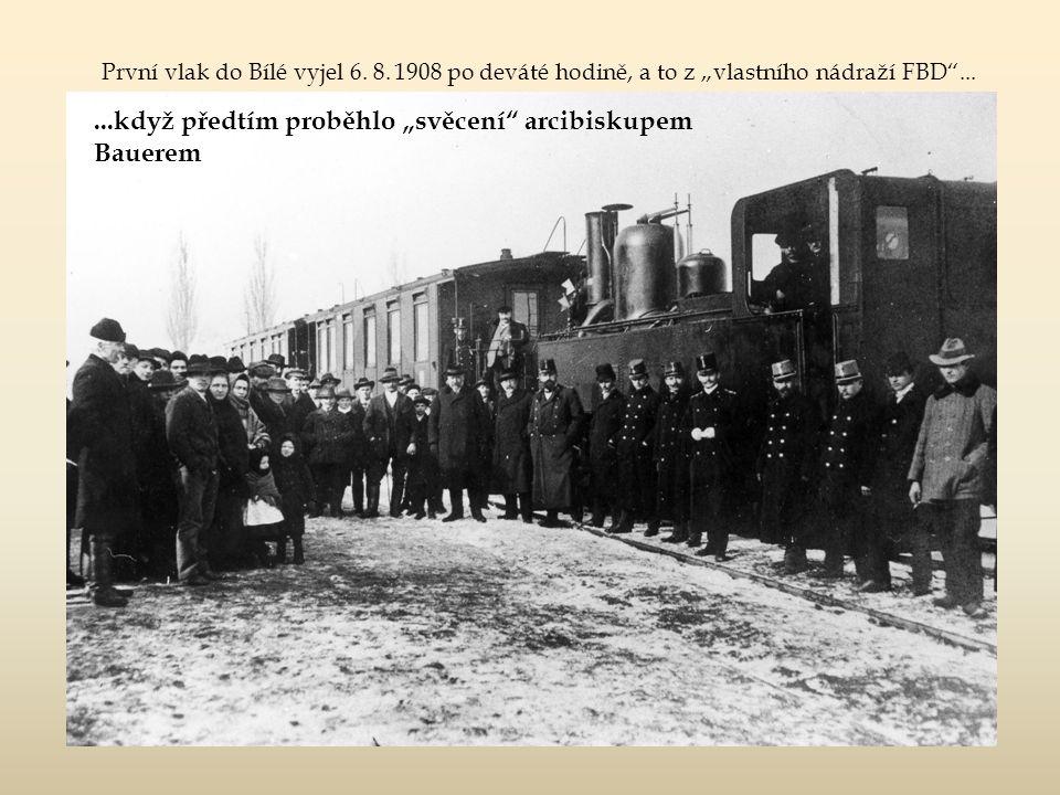 """a pozdější pohled na tutéž lokomotivu mezi výtopnou a nádražní budovou 424 001 – 424 001 – výrobní číslo 950 """"První Českomoravské továrny na stroje, P"""