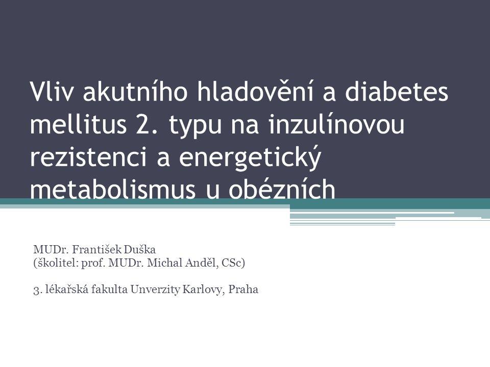 """Úvod Klinický problém: Velmi variabilní odpověď pacientů s T2DM na nízkokalorické režimy U některých """"prolomení inzulínorezistence , ketogeneze, redukce hmotnosti U některých přetrvává inzulínorezistence, proteokatabolismus, neredukují hmotnost"""