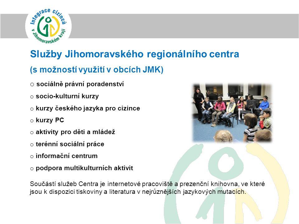 Služby Jihomoravského regionálního centra (s možností využití v obcích JMK) o sociálně právní poradenství o socio-kulturní kurzy o kurzy českého jazyk