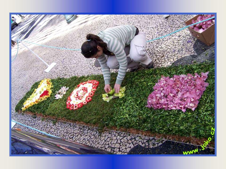 Květinové koberce na chodnících