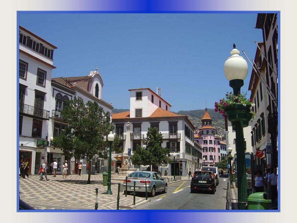 Funchal (čti Funšal) je hlavní město na ostrově Madeira