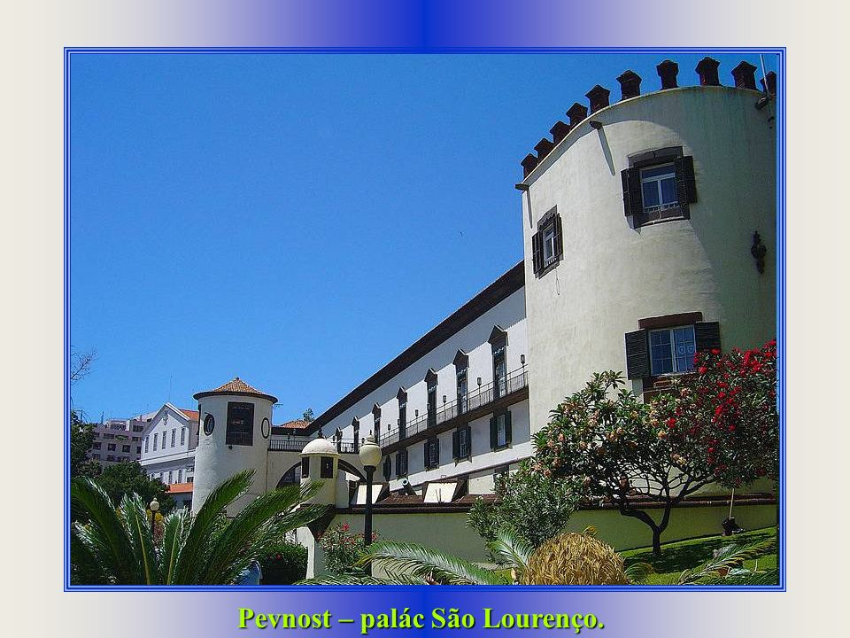 Nádvoří kláštera Sv. Kláry. Katedrála Sé. Kostelík Sv. Kateřiny, nejstarší na ostrově.