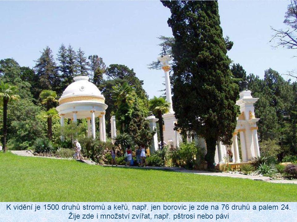 Arboretum se rozkládá na 49 hektarech v parku na kopci uprostřed města.