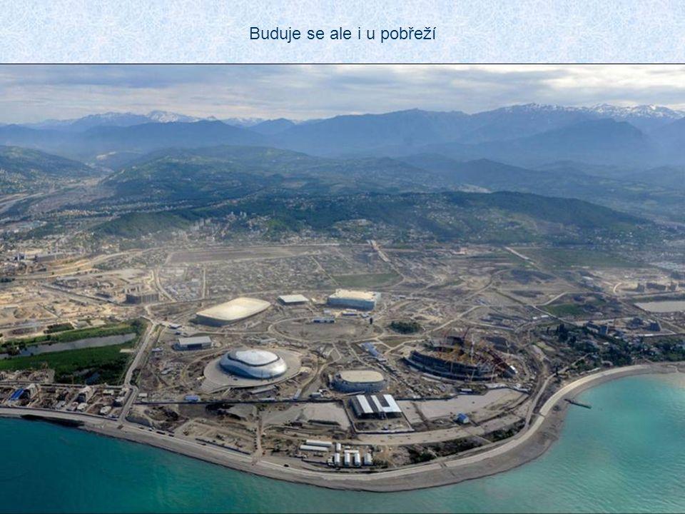 Pro olympijské hry byla objednána výstavba nejdelší trojlanové dráhy světa Dolní stanice je u nového nádraží v Krásné Poljaně v nadmořské výšce 600 m a odtud vede do lyžařského areálu, ležícího o 1000 m výše.
