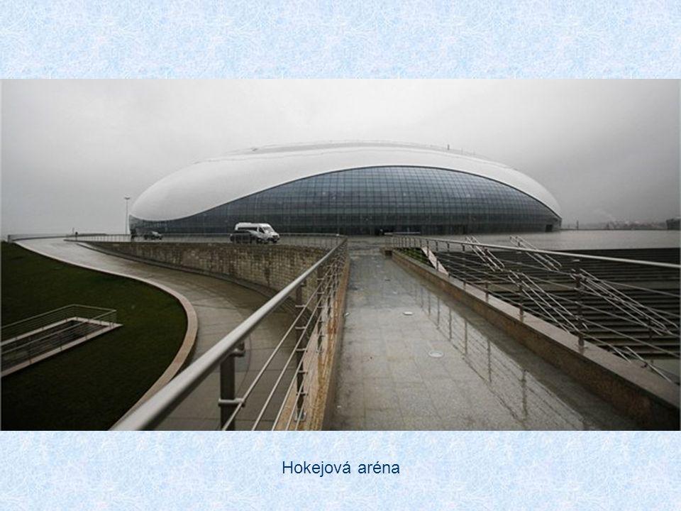 Jeřáby staví olympijský stadion