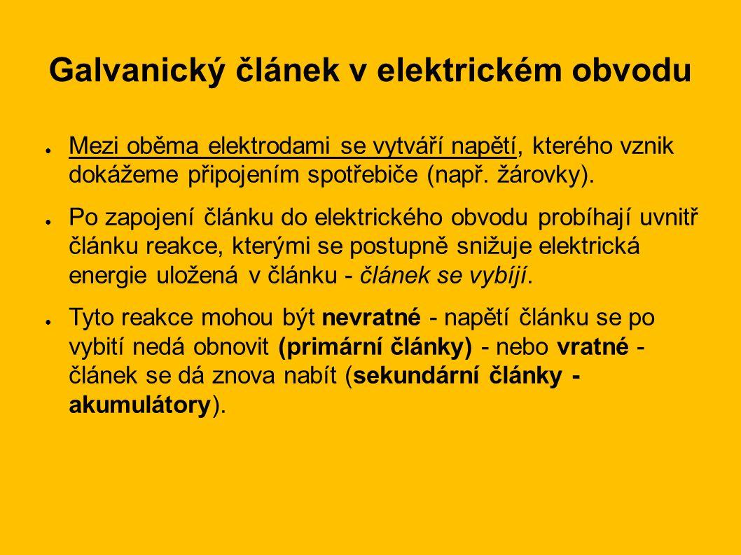 Galvanický článek v elektrickém obvodu ● Mezi oběma elektrodami se vytváří napětí, kterého vznik dokážeme připojením spotřebiče (např. žárovky). ● Po