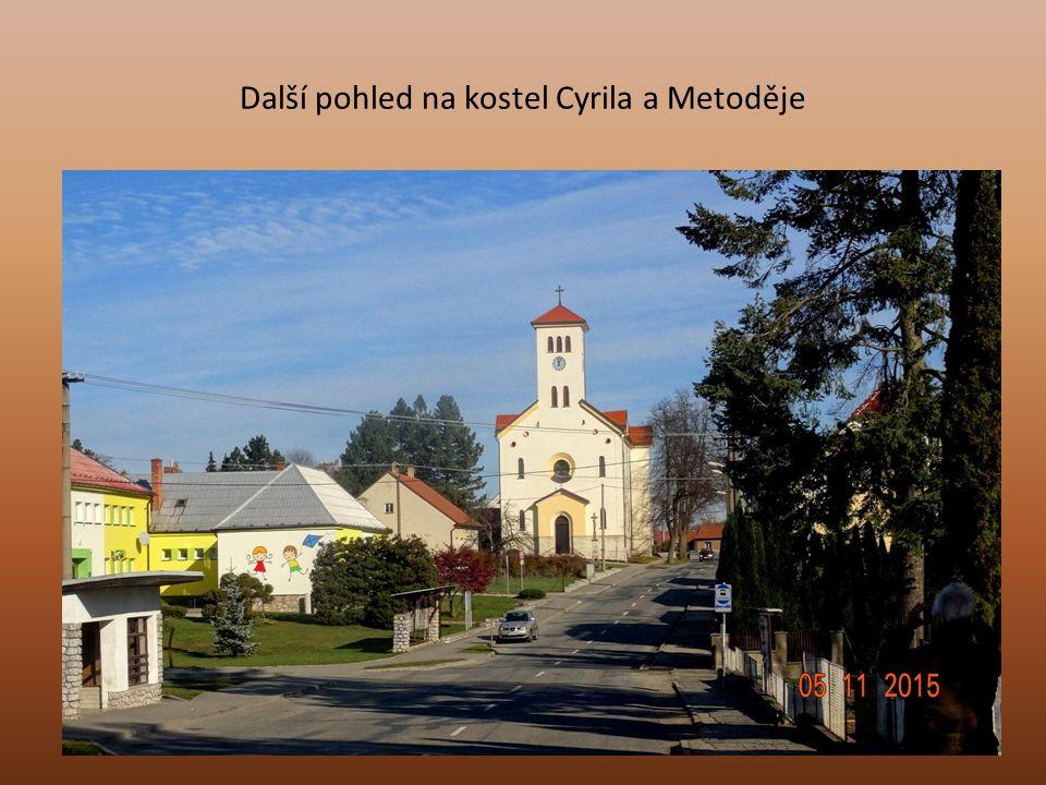 Foto rybníku Polačka pořízen ze silnice při jízdě do Brna
