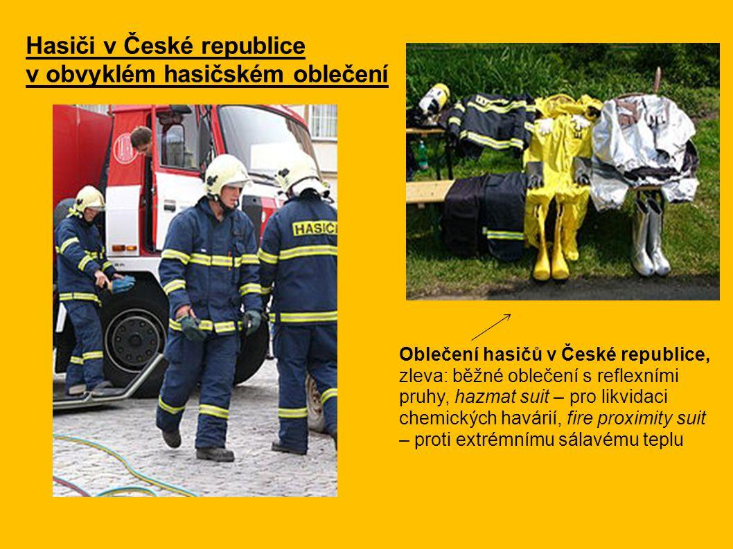 Hasiči v České republice v obvyklém hasičském oblečení Oblečení hasičů v České republice, zleva: běžné oblečení s reflexními pruhy, hazmat suit – pro likvidaci chemických havárií, fire proximity suit – proti extrémnímu sálavému teplu