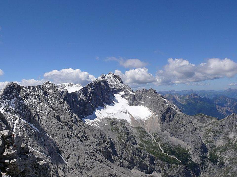Alpy Alpy, které vznikly třetihorním zvrásněním kontinentálních desek, jsou jedinými německými velehorami.