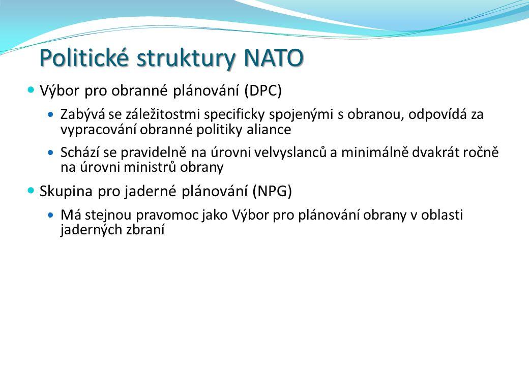 Politické struktury NATO Výbor pro obranné plánování (DPC) Zabývá se záležitostmi specificky spojenými s obranou, odpovídá za vypracování obranné politiky aliance Schází se pravidelně na úrovni velvyslanců a minimálně dvakrát ročně na úrovni ministrů obrany Skupina pro jaderné plánování (NPG) Má stejnou pravomoc jako Výbor pro plánování obrany v oblasti jaderných zbraní