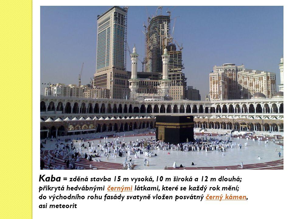 Kaba = zděná stavba 15 m vysoká, 10 m široká a 12 m dlouhá; přikrytá hedvábnými černými látkami, které se každý rok mění;černými do východního rohu fasády svatyně vložen posvátný černý kámen,černý kámen asi meteorit